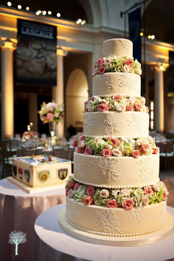 wedding-cakes2-12-01312016-km