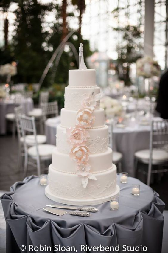 wedding-cakes2-28-01312016-km